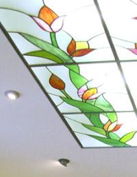 модульные витражные потолки с цветочным узором